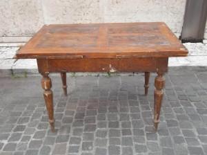Tavolo allungabile prima del restauro