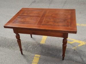 Tavolo allungabile dopo il restauro