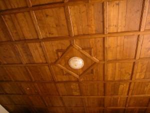 controsoffitto di ns costruzione con legname d'epoca